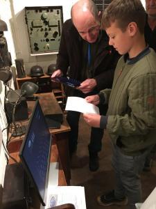 OZ1JS Jørgen demonstrerer Enigma kodning